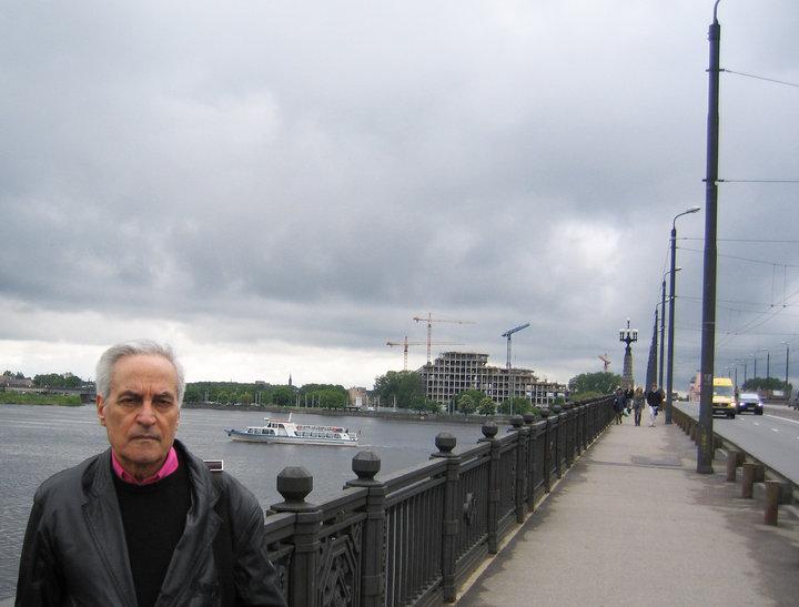 Maggio 2010 a Riga, al di la del fiume Daugava il Castello della Luce in costruzione